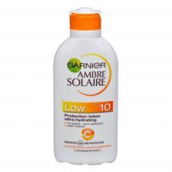 Garnier Ambre Solaire Feuchtigkeitsspendende Schutzmilch OF 10 ─ 200 ml